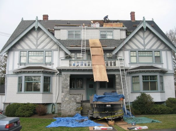 Roof replacement by contractors in Victoria, BC